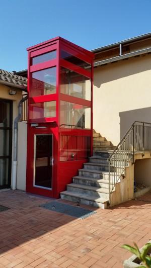 Ascenseur privé rouge