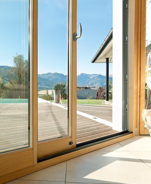 3 raisons d'installer une baie vitrée dans son salon