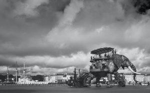 Une photo noir et blanc d'une machine de nantes