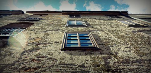 Comment bien nettoyer sa façade ?